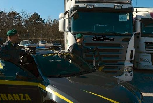 Guardia-di-Finanza-camion-tir-28.2.20152