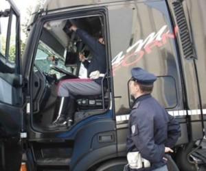 TACHIGRAFO ALTERATO. CONTROLLI DELLA POLIZIA STRADALE 95MILA EURO DI SANZIONI…